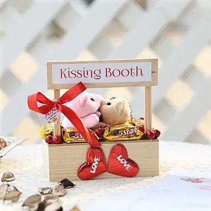 Wooden Kisses Home Decor