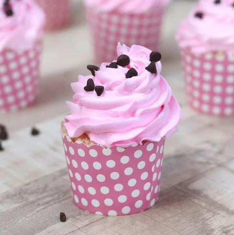 Cup Cakes of Choco Chips Decorated on Strawberry1